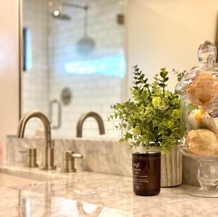Guest bath, detail