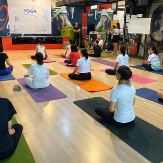 Lớp Yoga_Khai mạc tại Huế.jpg