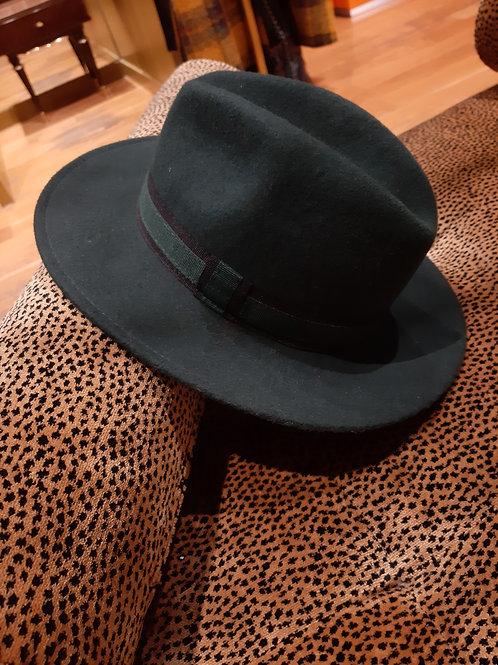 Chapeau en laine vert sapin