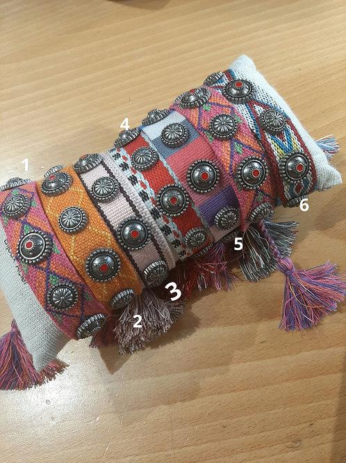 Bracelet tissé coloré