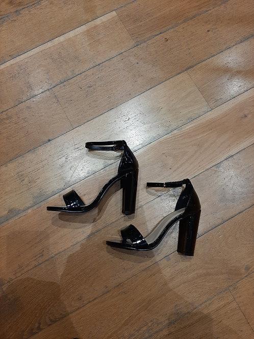 Sandale vernis