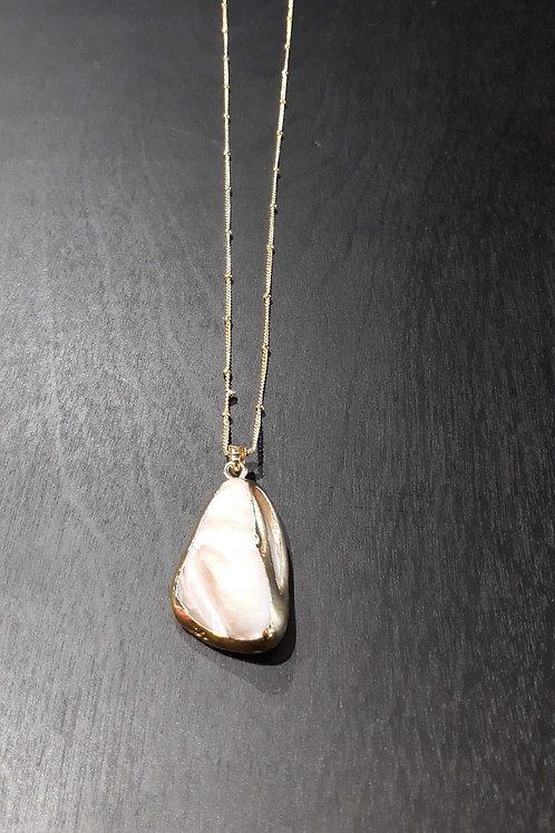 Collier avec pierre naturelle blanche