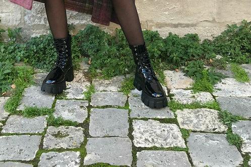 Boots semelle crantée vernis