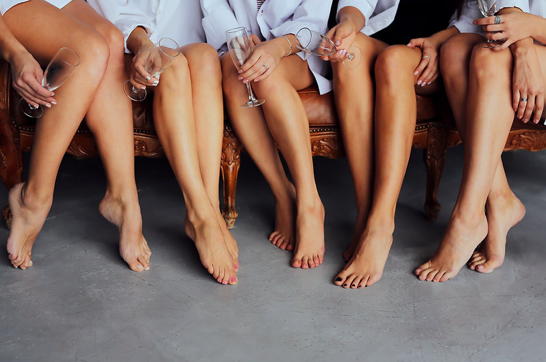 HR_leg_waxing_women_group_sitting_LF_HR_