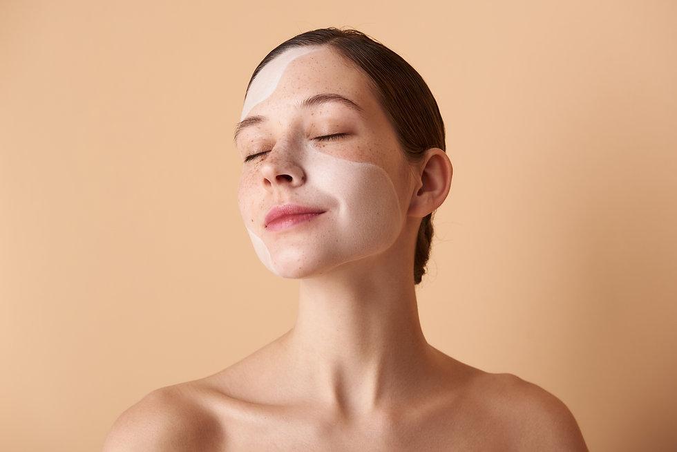 F_MS_woman_facial_cream_peach_ST_HR.jpg