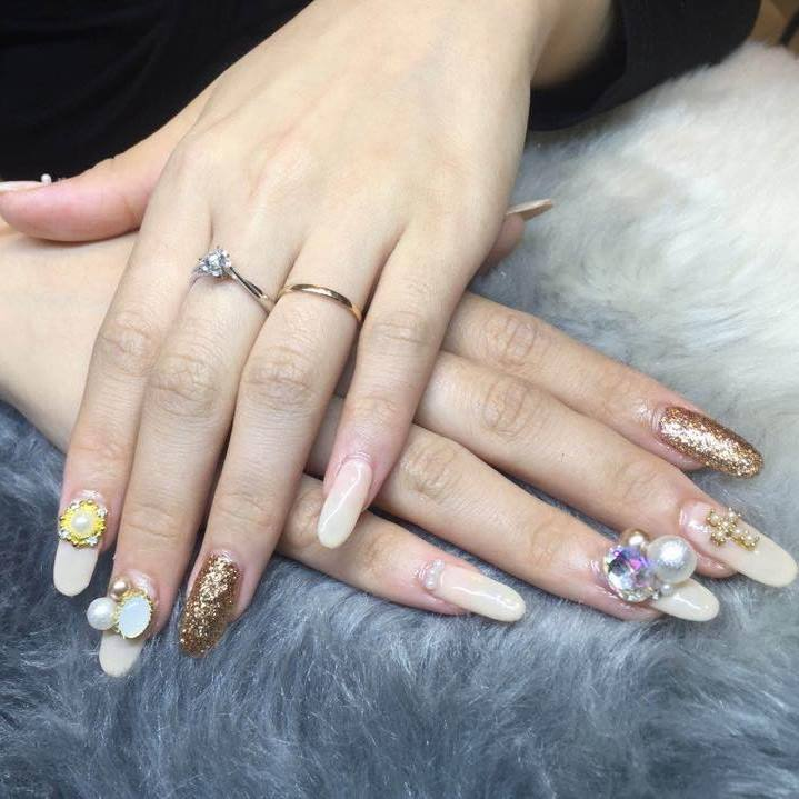 Nails on 7