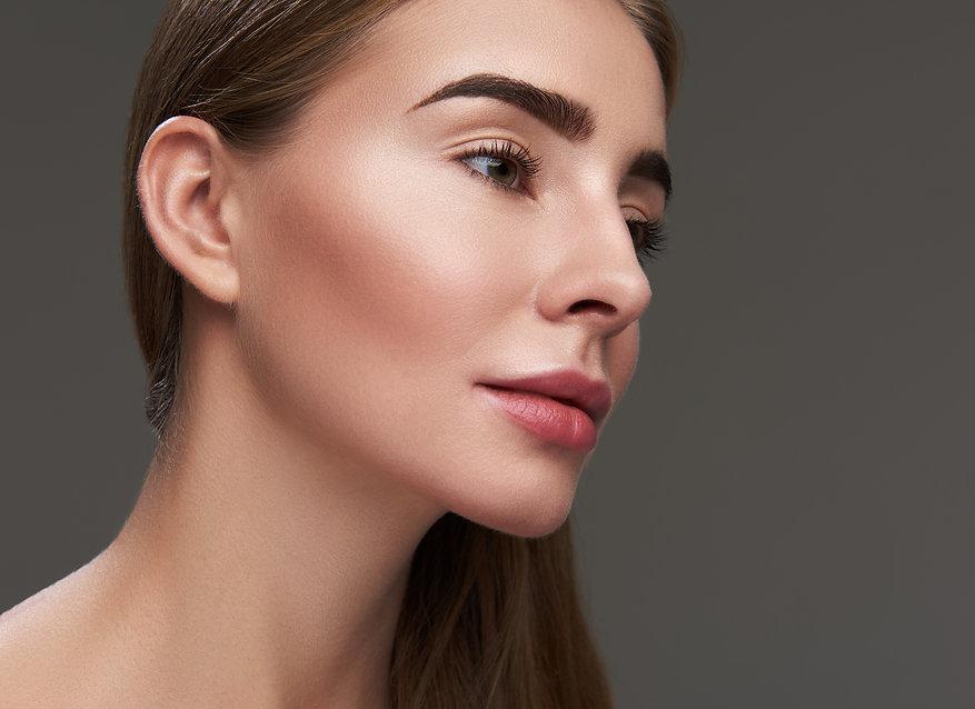 Eyebrow_microblading_tinting_threading_woman