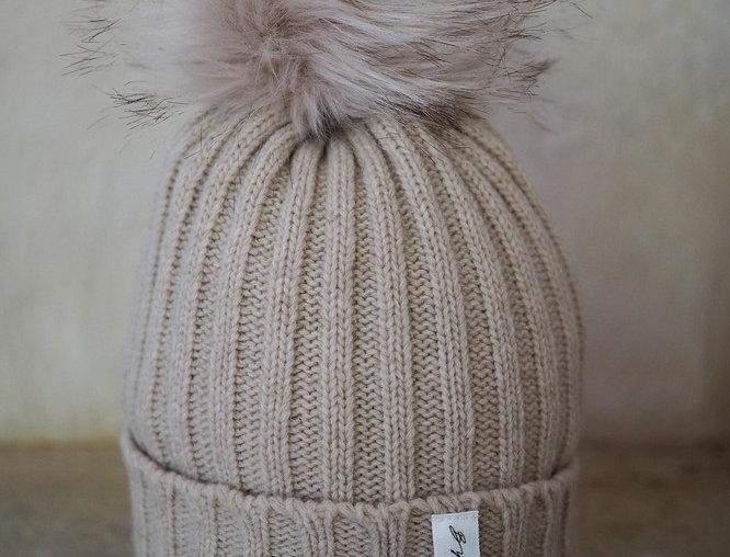 Pompom Beanie beige - coole Wollmütze mit beidem Puschel
