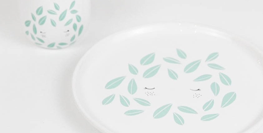 Girl with leaves - fancy mint cup