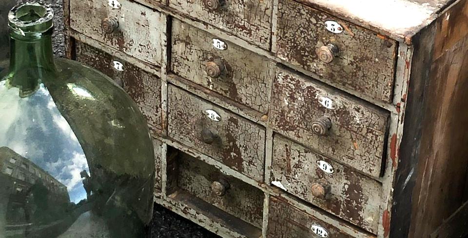 Vintage-Perle: Kleinschrank mit 12 Schubladen