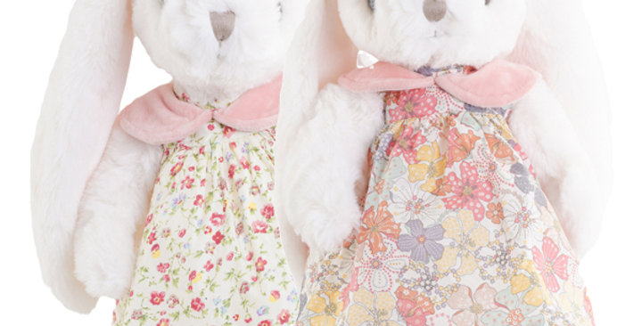 Claudia im Blumenkleid (rechts)
