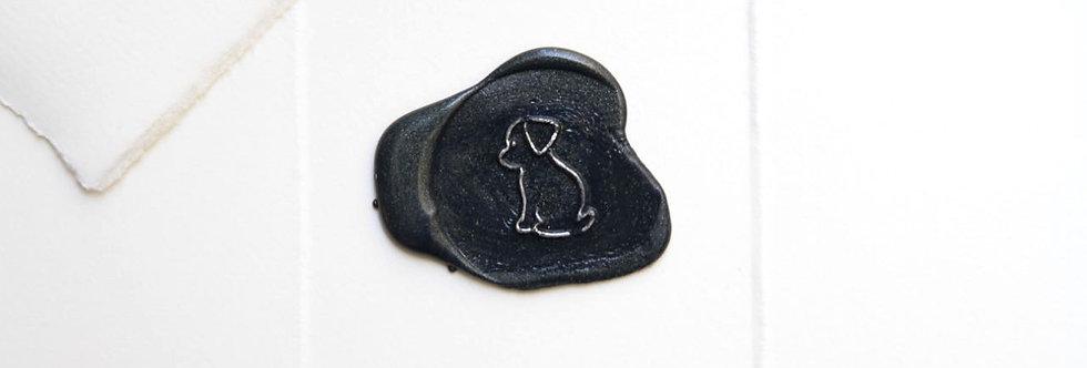 Little dog auf blauem Siegel