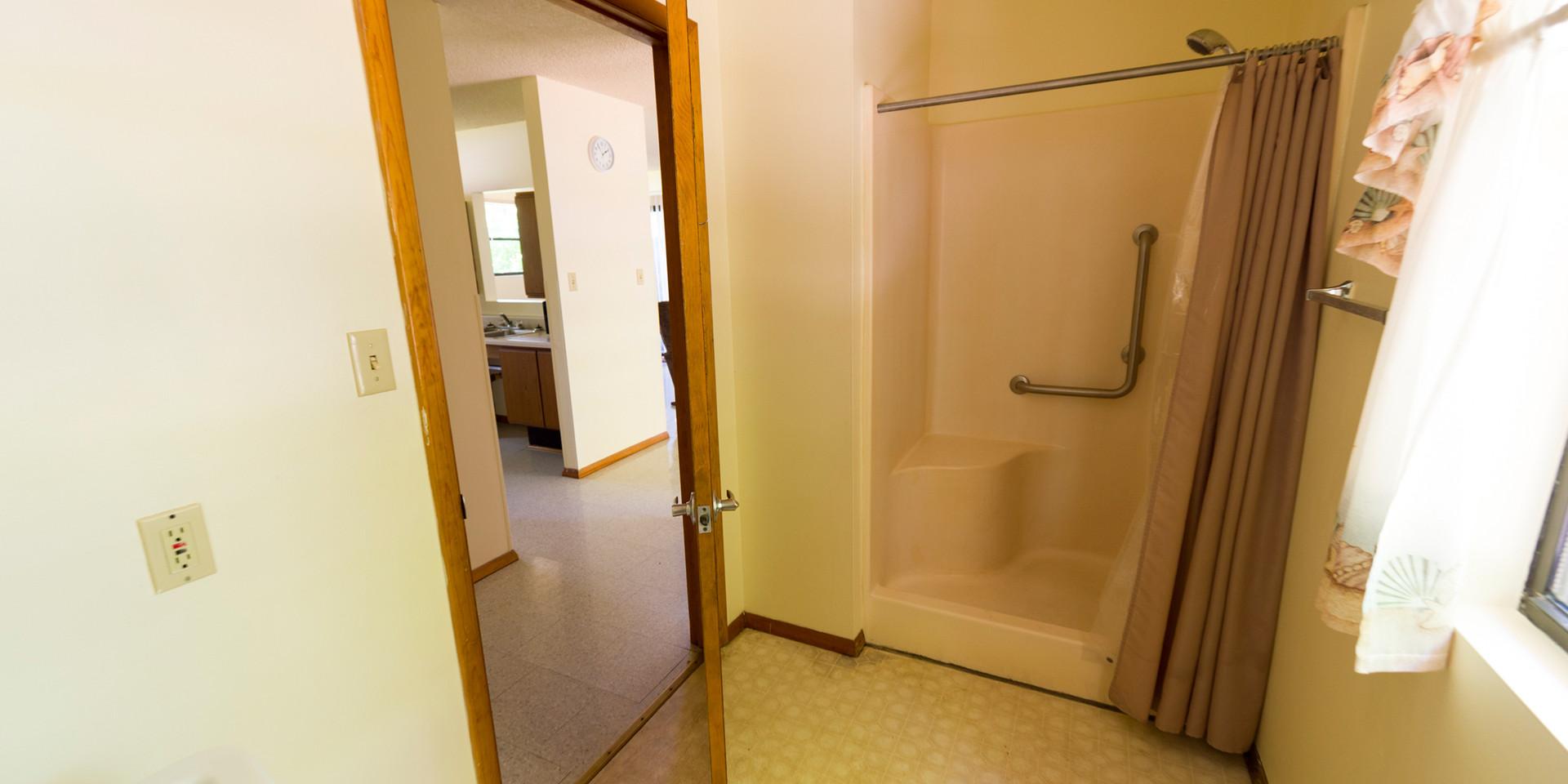 Cabin-Shower.jpg