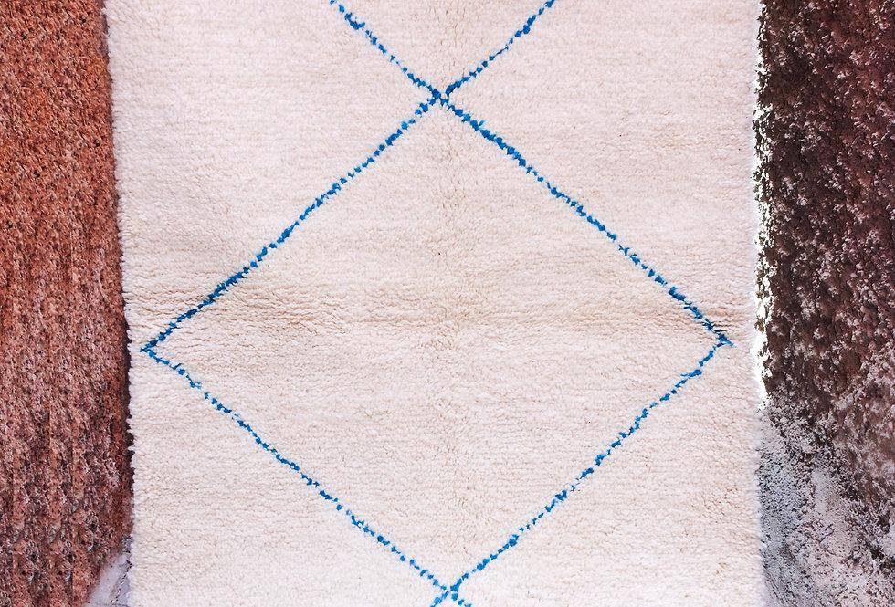 Tapis berbere Beni Ouarain blanc et bleu en laine