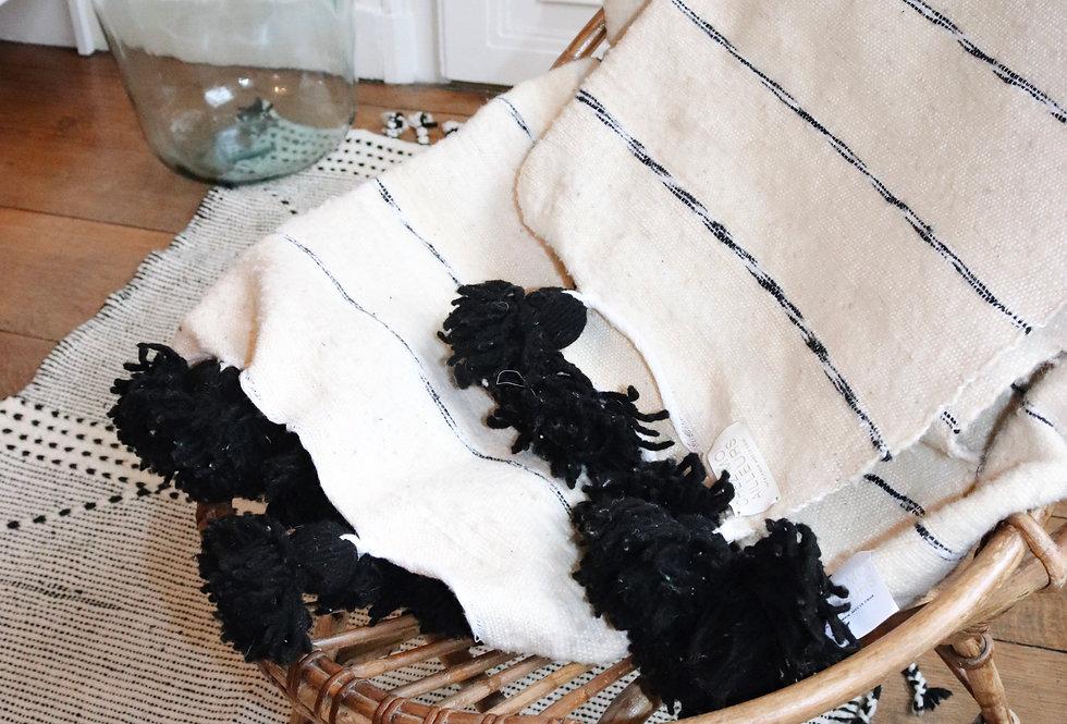 plaid noir et blanc pompons