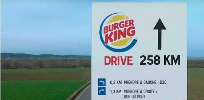 foto de campanha publicitária provocativa do Mc Donalds contra o Burger King