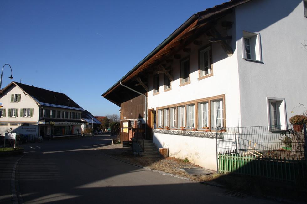 Bauernhaus mit Hoflädeli.