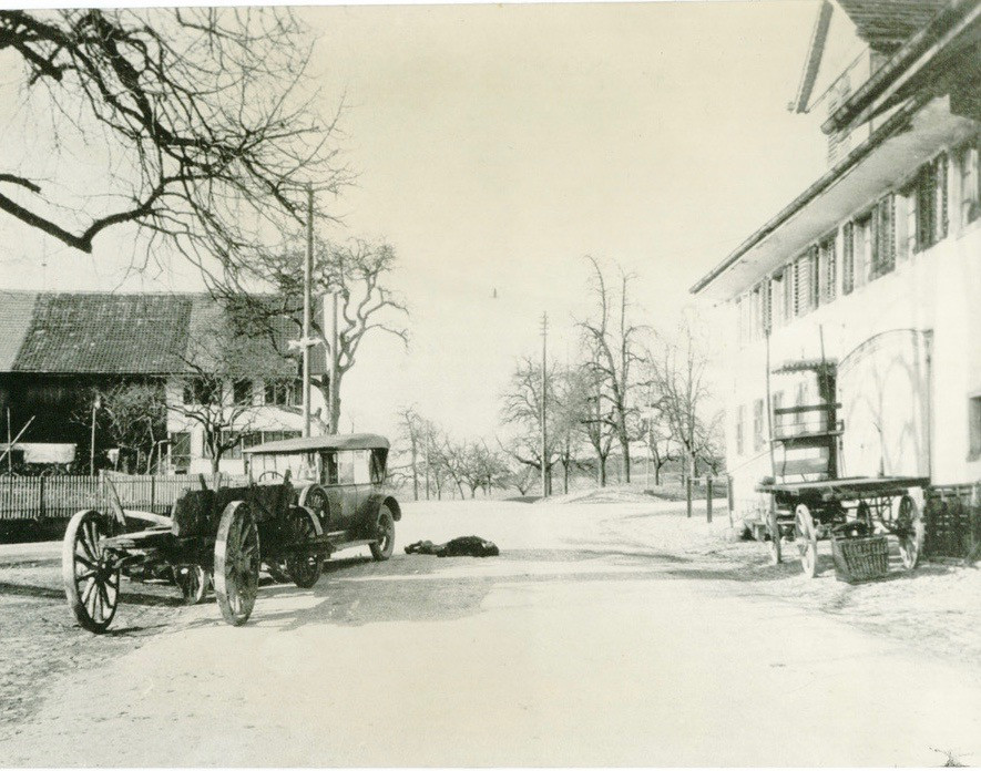 Autounfall beim Restaurant Sternen, 1930.