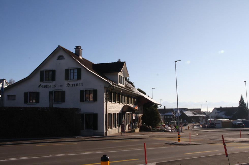 Noch das einzige Restaurant im Dorf: Restaurant Sternen an der «Sternen-Kreuzuung».