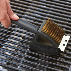 11-011  A 3 IN 1 GRILL BRUSH
