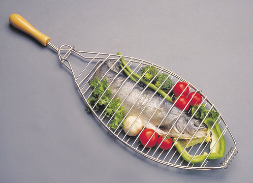OVAL FISH / VEGETABLE BASKET WITH WOODEN HANDLE