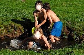 spelen, jongens, plezier, waterpret, beek