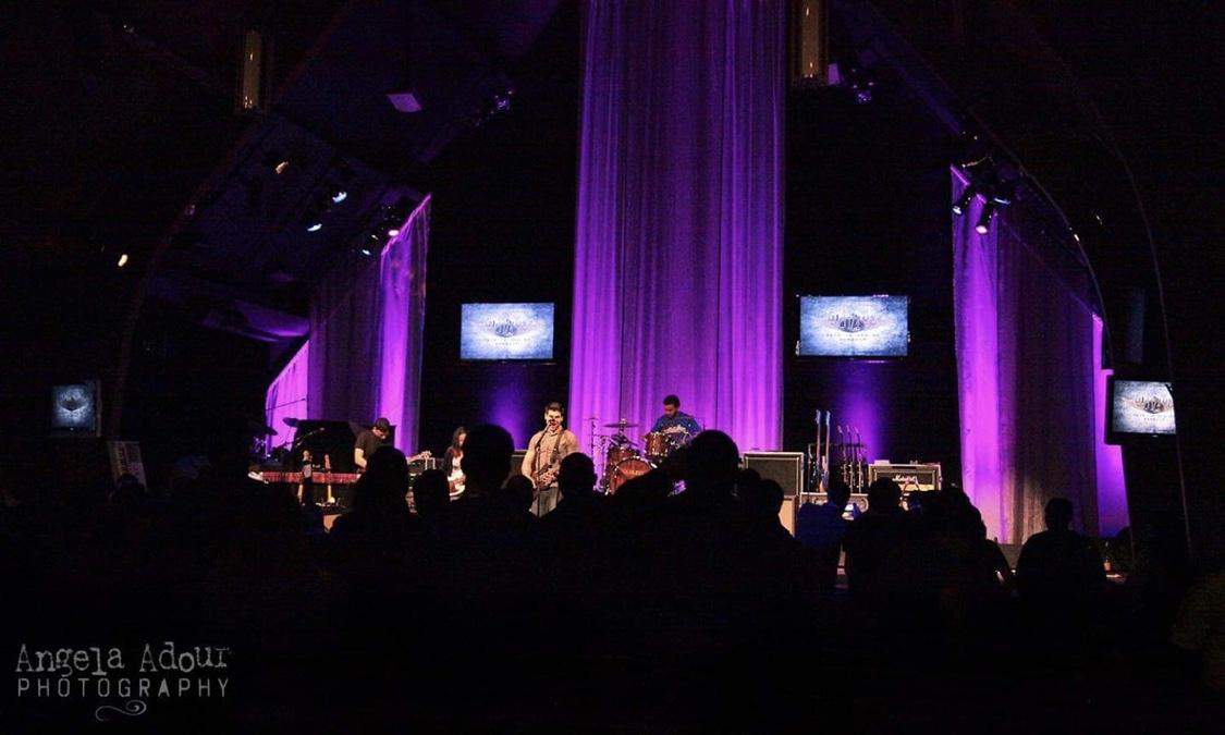Spoken in concert, lights