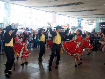 Municipio y Aeropuerto Internacional ofrecieron el tradicional Esquinazo Dieciochero