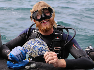 MRR Diver Recovers a Remarkable Piece of K'ang Hsi Porcelain