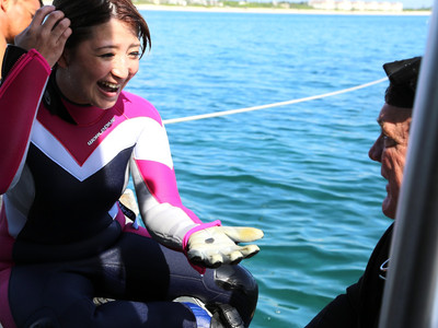 Japanese Actress Brings Up Silver Coin and K'ang Hsi While Diving With MRR