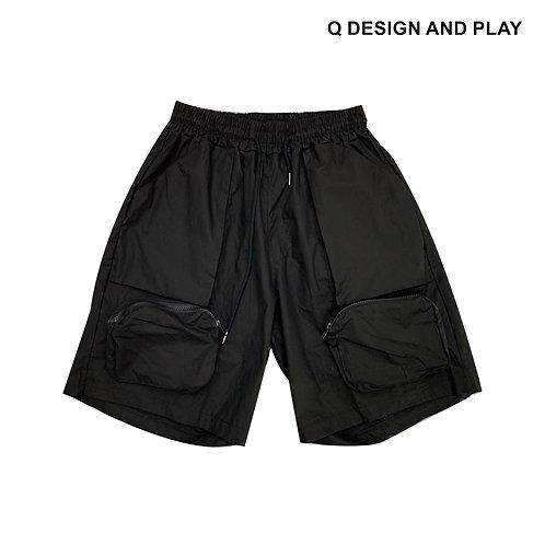 BLACK POCKETS HALF PANTS / กางเกงขาสั้นกระเป๋าสีดำ