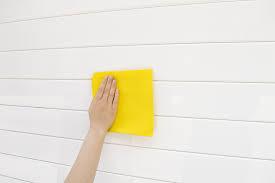 Regelmatige professionele schoonmaak van de sectionaaldeuren