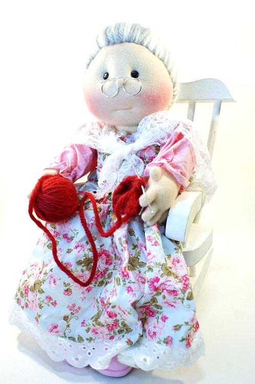 Boneca Vovó na Cadeira