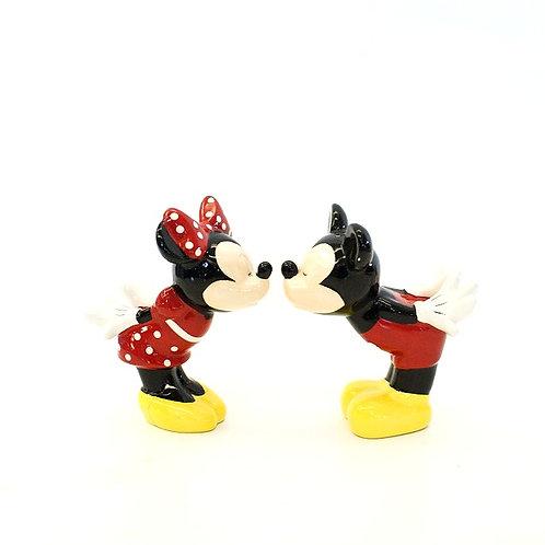 Mickey e Minnie Beijando