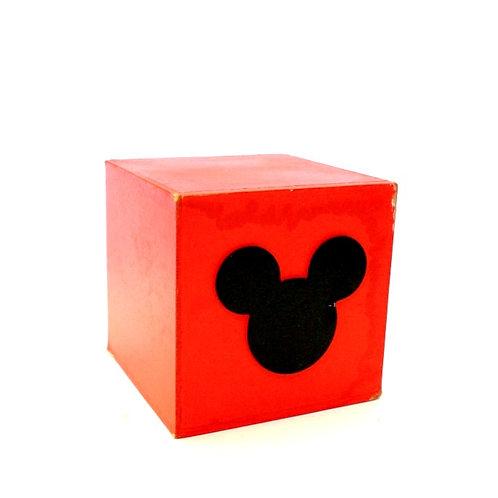 Cubo Vermelho com Cabeça