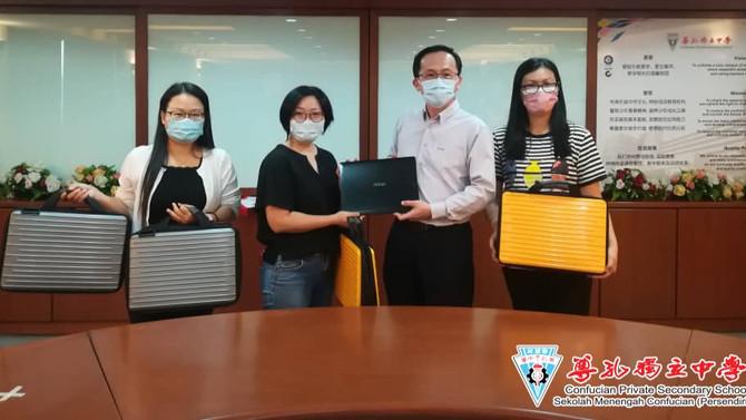 机兴海星基金会捐赠4台手提电脑