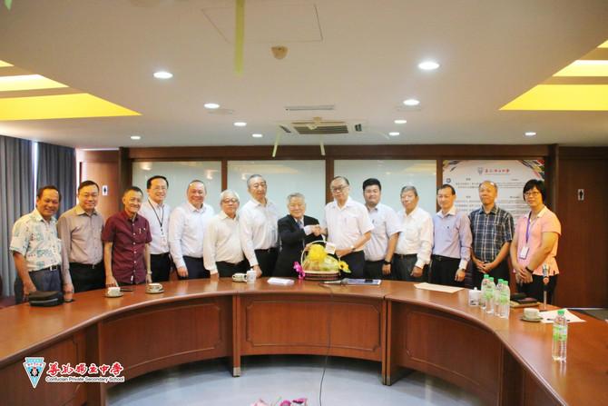 方贵伦国会议员莅临本校拜访交流改善校园安全与卫生问题