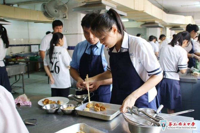 艺 饮 光  美术设计班与餐饮     管理班联合毕业展