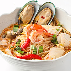 560 Tom Yum Noodle w/ Seafood