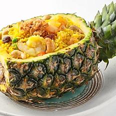 550 Fresh Pineapple Fried Rice w/ Chicken, Cashew Nuts and Fine Dried Shredded Pork