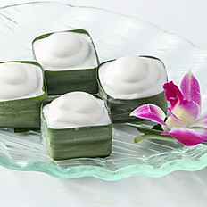 601 Sweet Sago Pudding Topped with Coconut Milk