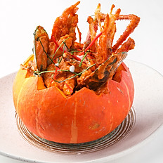 355 Assorted Seafood In Pumpkin w/ Red Curry Paste