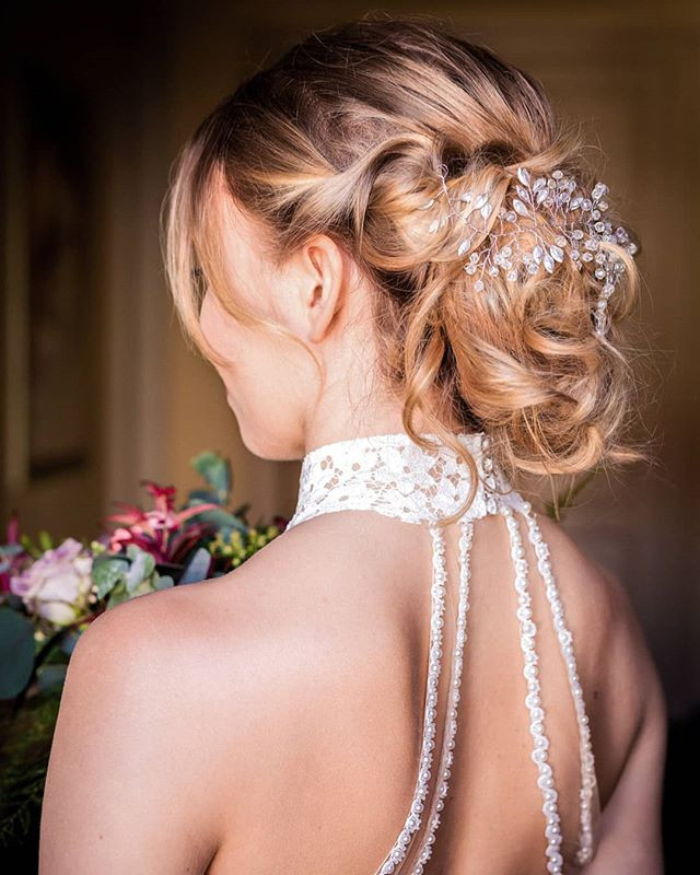 Bridal updo. 💍__Photographer_ _studio2n
