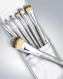 Kryolan_Professional_7_Brushes_Kit_Silver_8240-m.jpg