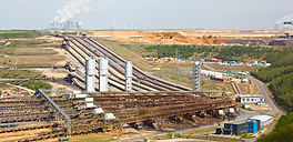 lignite-industry-and-mining-MXW4FWC.jpg