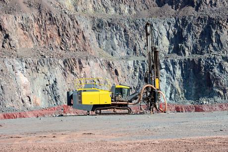 As demandas de minérios crescem em virtude de novas apostas no setor de carro elétricos.