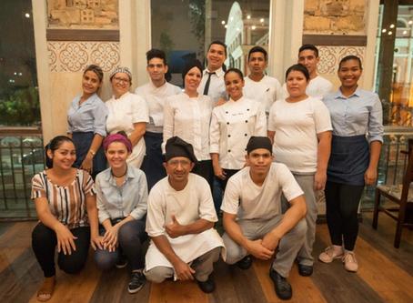 Restaurante Caxiri emprega venezuelanos refugiados em Manaus