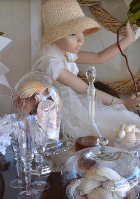 Studio - Styling with flowers & vintage shells