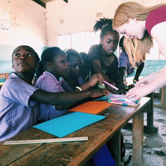 Katie teaching kids at Maanu Mwambi Scho