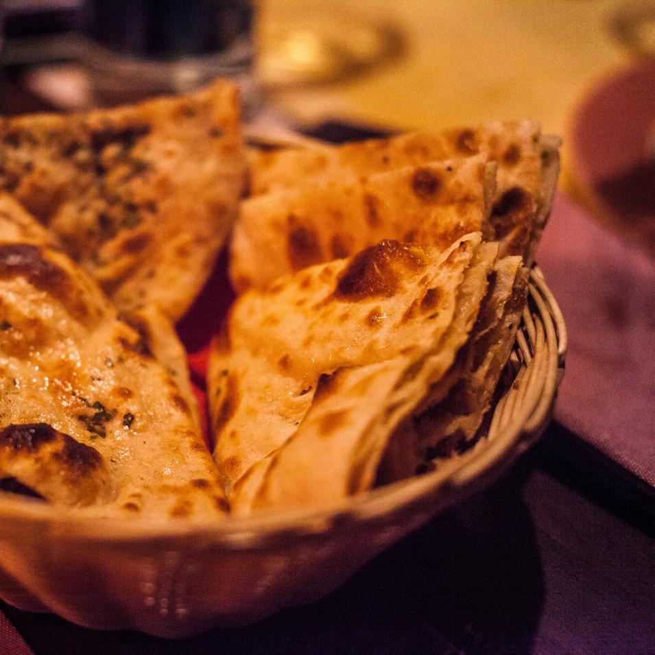 basket-of-cooked-flatbreads-1117862.jpg